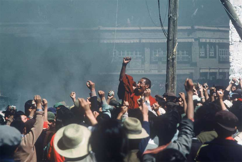 The historic demonstration led by the monks of Drepung Monastery erupted in the heart of Lhasa, the capital of Tibet in 1987. Photo: Media File
