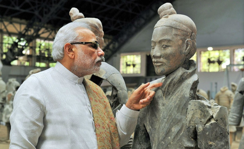 India's Prime Minister Narendra Modi looks at a terracotta warrior as he visits the Terracotta Warriors Museum, a World Heritage Site in Xi'an, Shaanxi Province, China, 14 May 2015. (EPA/INDIAN PRESS INFORMATION BUREAU)