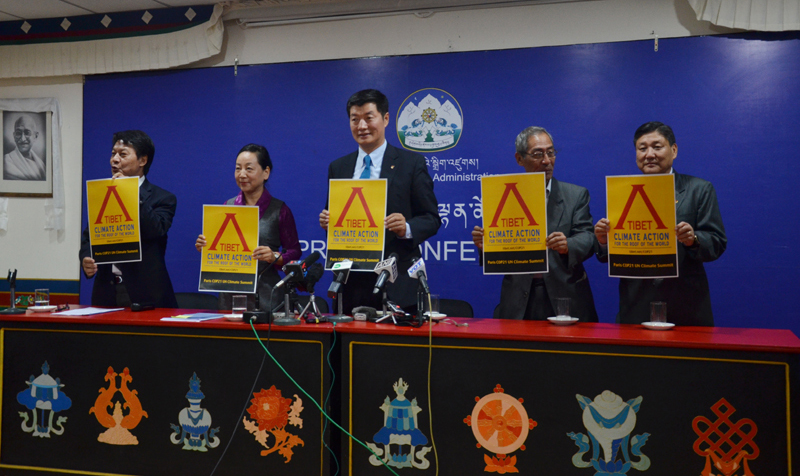From Left: DIIR Secretary Mr Tashi Phuntsok, DIIR Kalon Ms Dicki Chhoyang, Sikyong Dr Lobsang Sangay, Tibet Policy Institute Director Mr Thubten Samphel and DIIR Secretary Mr Sonam Norbu Dagpo at the press conference, October 20, 2015. Photo: TPI/Choneyi Sangpo