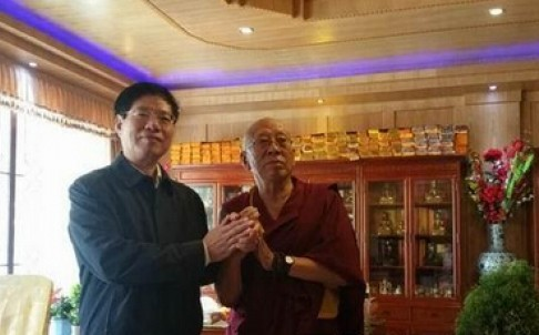 Sichuan government official Cui Baohua visits Achok Rinpoche. File Photo